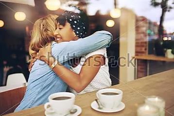 ANNAPOLIS SIDEWALK HUG